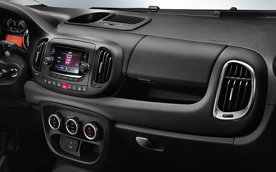 Fiat 500L living dashboard